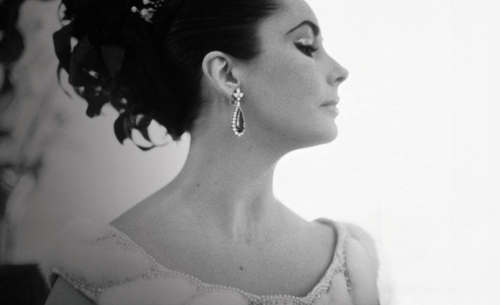 Elizabeth Taylor wearing earrings from the Bulgari emerald suite. Photo: Corbis